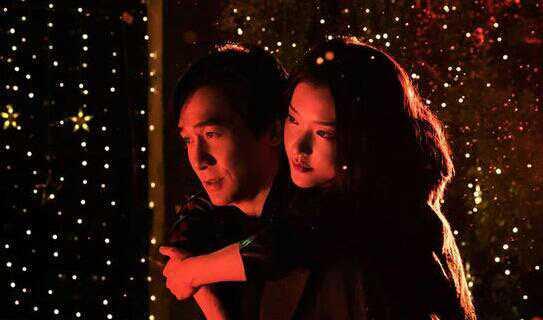 中国内地圣诞档首日报收近1.8亿 摆渡人 夺冠