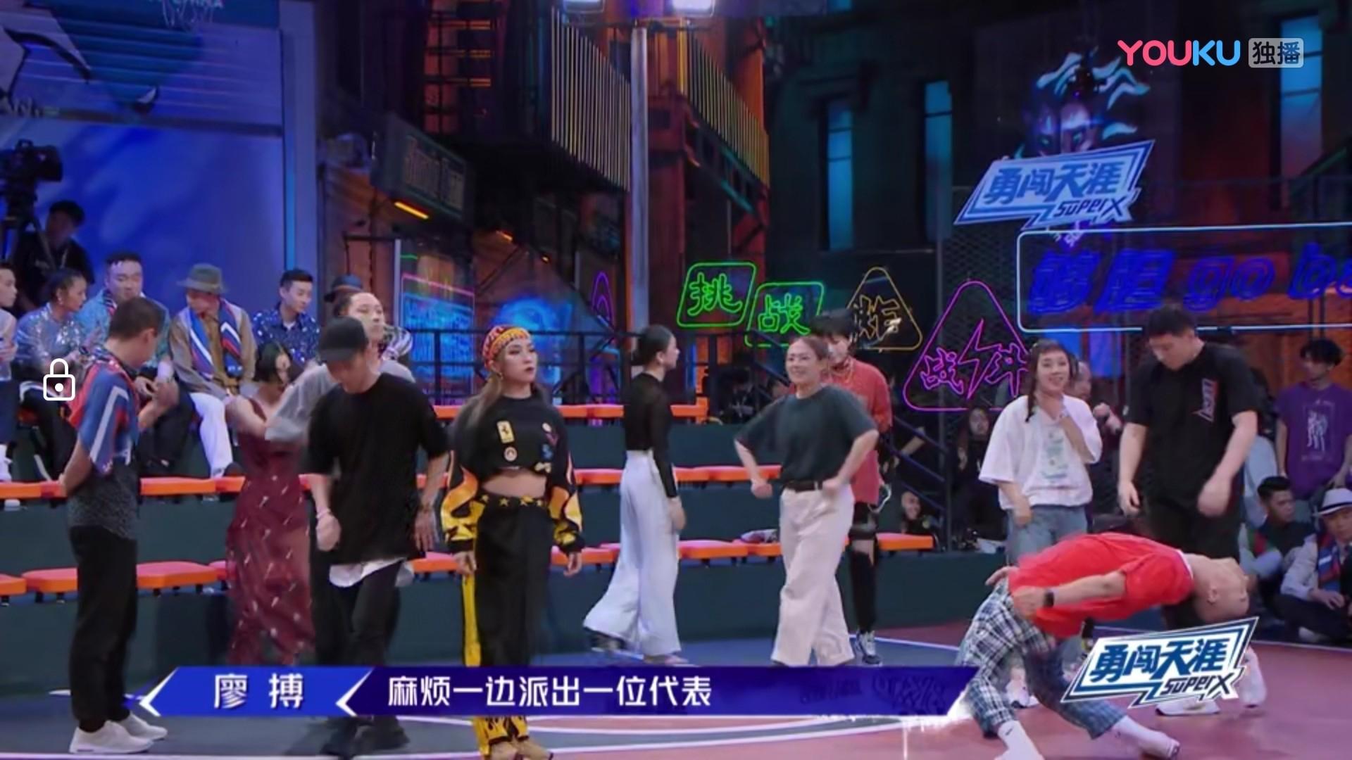 Screenshot_20190625_223128_com.huawei.himovie.jpg