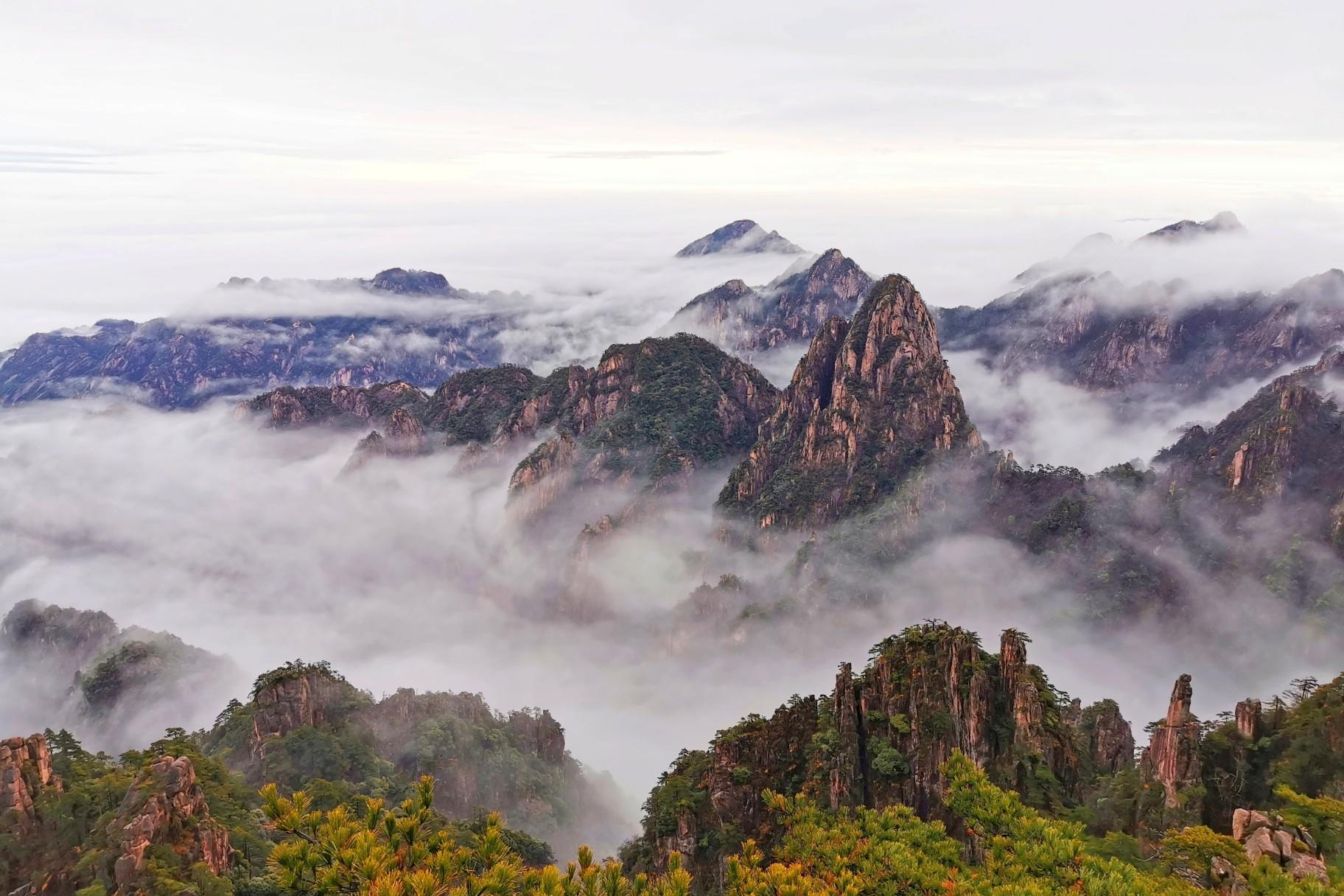 安徽 云雾缭绕的黄山 真真大地  华为P30PRO.jpg