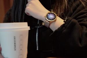 【荣耀手表2】下午五点半的咖啡店,花粉随手拍-花粉俱乐部