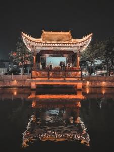 【荣耀30Pro+】老街夜之魅,花粉随手拍-花粉俱乐部