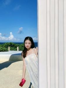华为nova7星耀红+日系慵懒小白裙,这大概就是天生自带魅惑感的样子!,花粉随手拍-花粉俱乐部