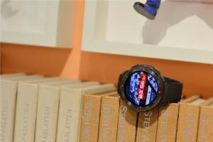 开箱荣耀手表GS Pro,AMOLED屏幕,充一次电能用25天,荣耀手表 GS Pro-花粉俱乐部