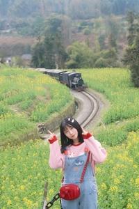 【花粉女生】油菜花与小火车,随手拍-花粉俱乐部