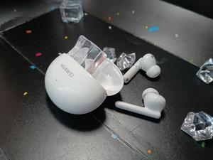 小巧,精致,化妆盒?这款耳机真的很适合女生。,华为FreeBuds 4i无线耳机-花粉俱乐部