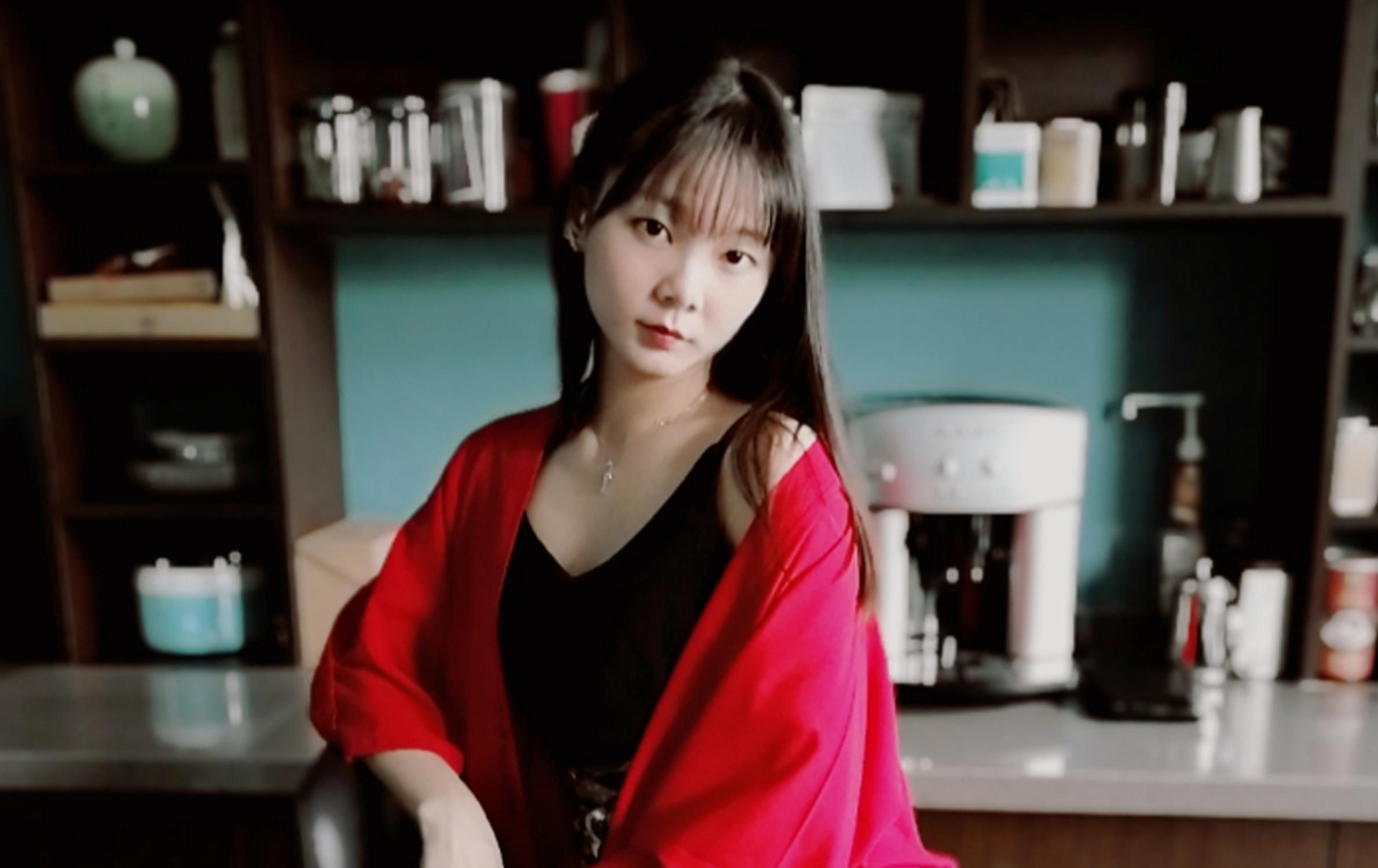 【夏天穿裙子】黑红搭配永不过时,花粉女生-花粉俱乐部
