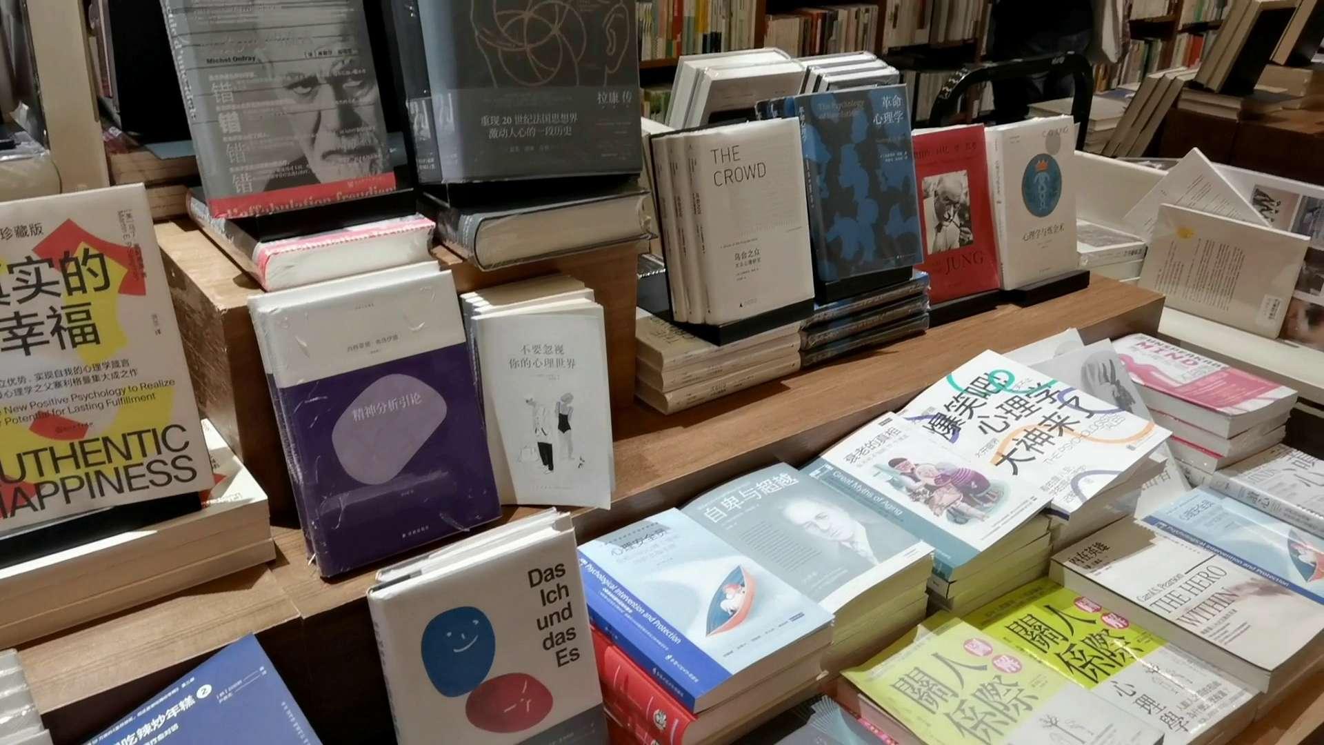 走进书店探寻知识的海洋,花粉随手拍-花粉俱乐部