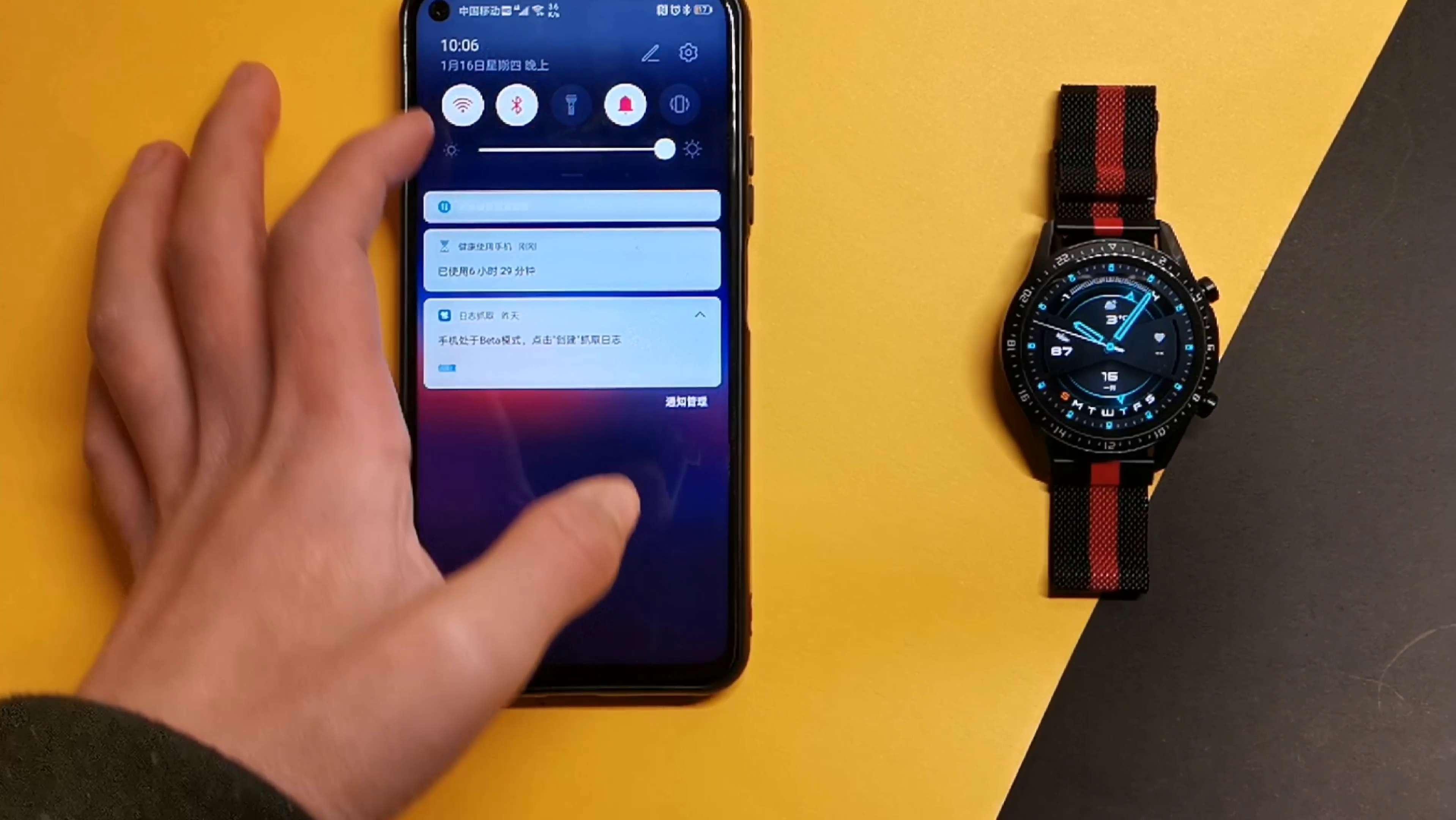 如何将手机里的图片设置为手表表盘?我来教教你,穿戴健康-花粉俱乐部